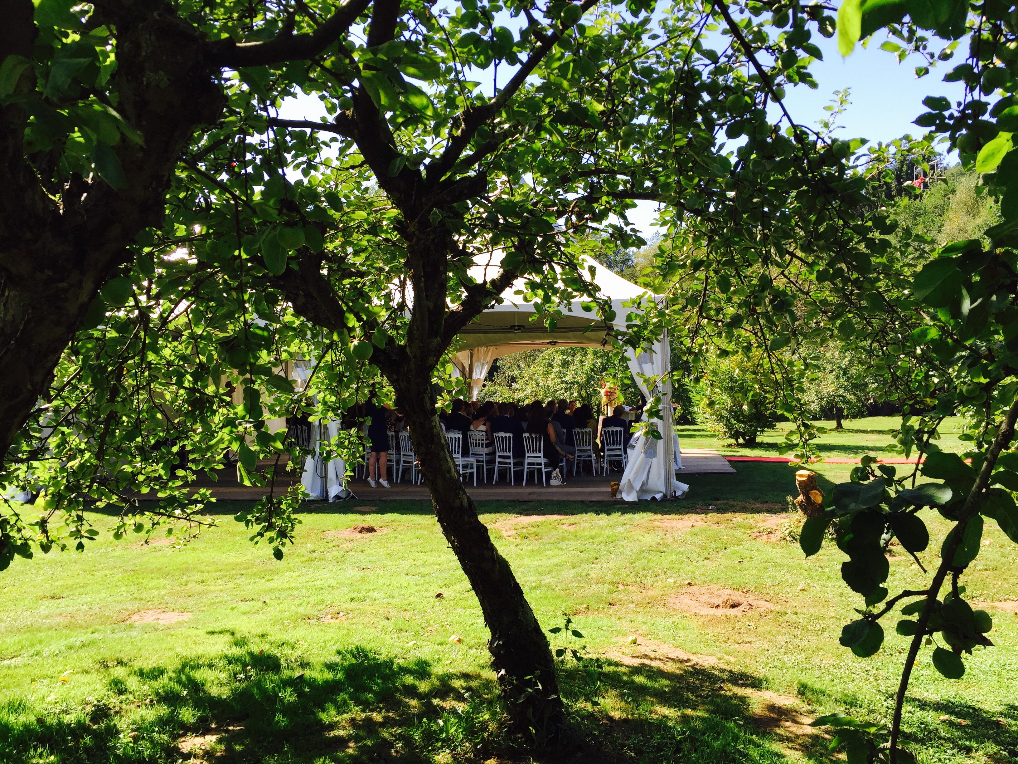 Diner in appelboomgaard