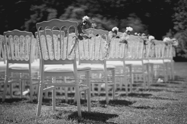 Huwelijksceremonie in appelboomgaard