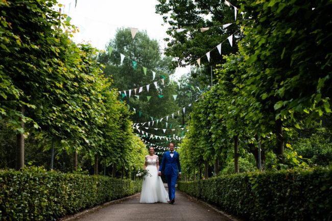 Aankomst bruidspaar landhuis Ardennen