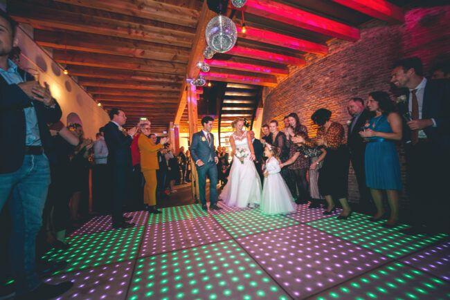openingsdans bruidspaar verlichte dansvloer
