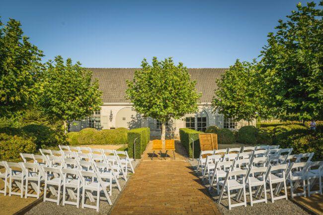 Ceremonie in tuin landgoed